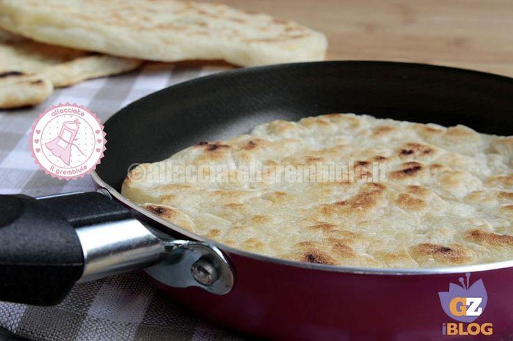 la tigella in padella è buonissima, molto semplice e veloce da preparare e potete servirla al posto del pane o come aperitivo o antipasto facile e sfizioso.