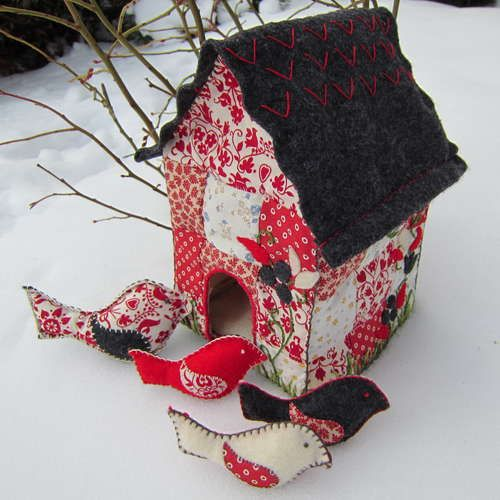 patchwork bird house: Crafts Ideas, Sewing Fabrics Birds House, Christmas House, Baby Gifts, Birds Rattle, Baby Toys, Quilts Birdhouses, Toys Birds, Quilts Birds