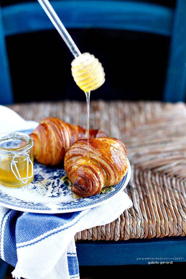Croissant sfogliati integrali al miele - Wholewheat flour Croissant with honey | PANEDOLCEALCIOCCOLATO