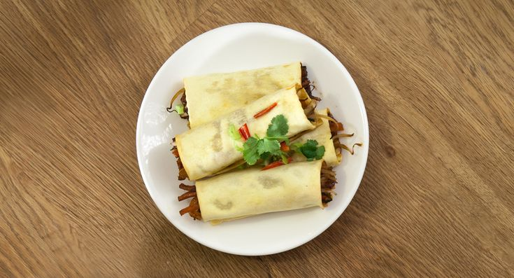 I was very dubious when I saw the 'lasagne sheet' method of making spring rolls, but I tried it, and they were good! For one thing because I always have lasagne sheets in the cupboard and some odd veg knocking around so don't have to do a special shop for the ingredients, and for another they are a great accompaniment to a home-cooked Chinese ...
