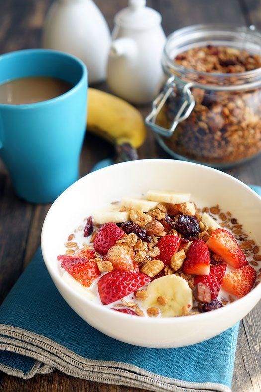 Вот я добрался до полезных завтраков! Очень давно присматривался к граноле, читал рецепты, но потом останавливался. Хотя любопытство было - что это такое, почему все…