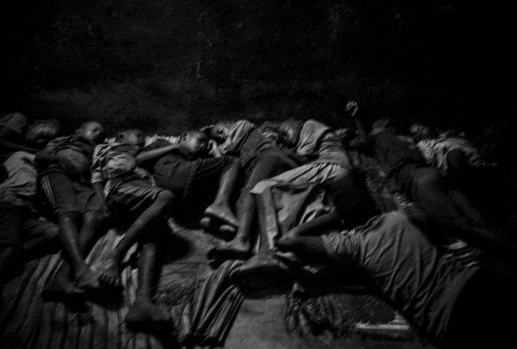Mário Cruz, Portugal, 2015, Talibes, Modern-day Slaves    Talibowie, niewolnicy dzisiejszych czasów podczas snu. 1. Nagroda w kategorii Contemporary Issues - seria zdjęć. Saint Louis, Senegal, 21 maj 2015