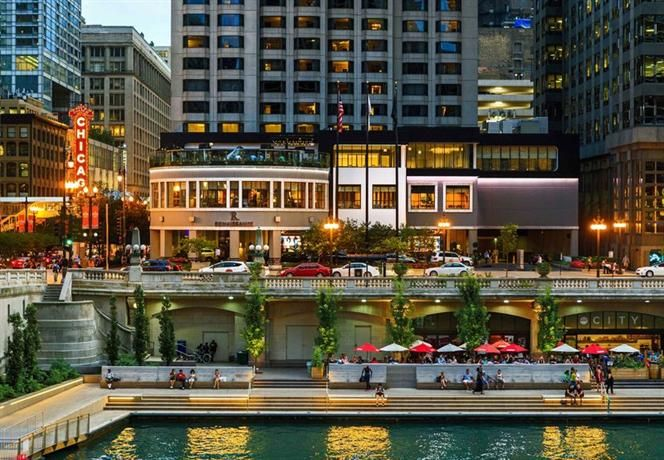 Renaissance Chicago Downtown Hotel Invites You To Experience The City Like Never Before Explore Our Stylish Rooms And Great Theatre District Location