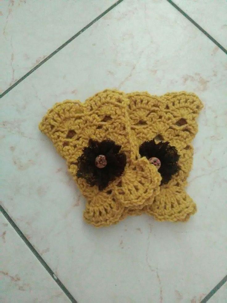 #scaldapolsi#manicotti in lana con fiore pizzo e #bottone#vintage
