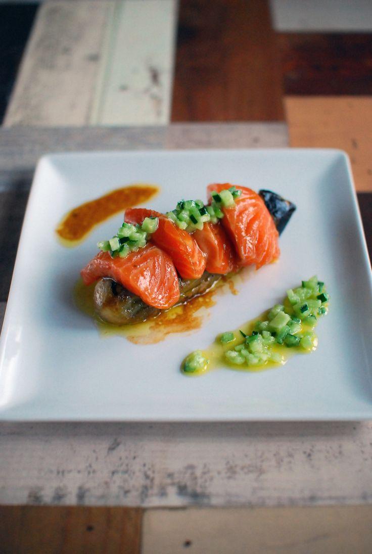 秋茄子とサーモンのマリネ。きゅうりドレッシングを添えて。 by  k e i / 茄子を豪快に丸焼きにしサーモンと共にいただきます。とろけるような食感ときゅうりのドレッシングがパンチが効いてて美味しいです♡ / ナディア