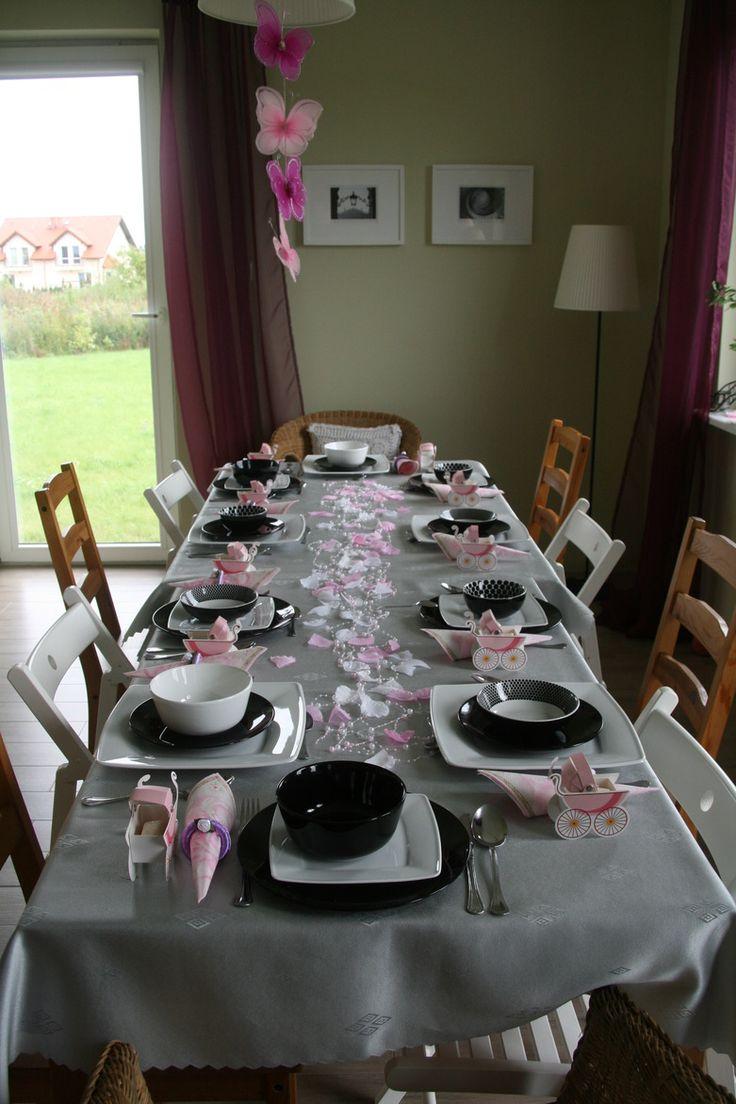 Wnętrza, Dekoracja stołu na chrzest - Nie dorobiłam się jeszcze dużego stołu, więc trzeba się posiłkować jakąś zbieraniną, ale myślę, że i tak wyszło to przyzwoicie:)
