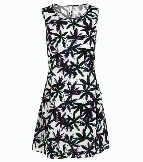Pálmafa mintás ruha, ami ideális nappali vagy esti viselet. Szandállal vagy magassarkúval párosítsd.