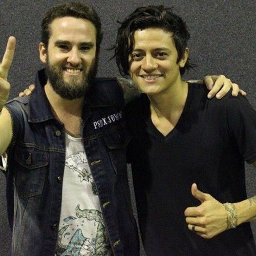 Entrevista radiofónica a Arin Ilejay en el Festival Soundwave  https://soundcloud.com/brownypaul/arin-ilejay-avenged-interview