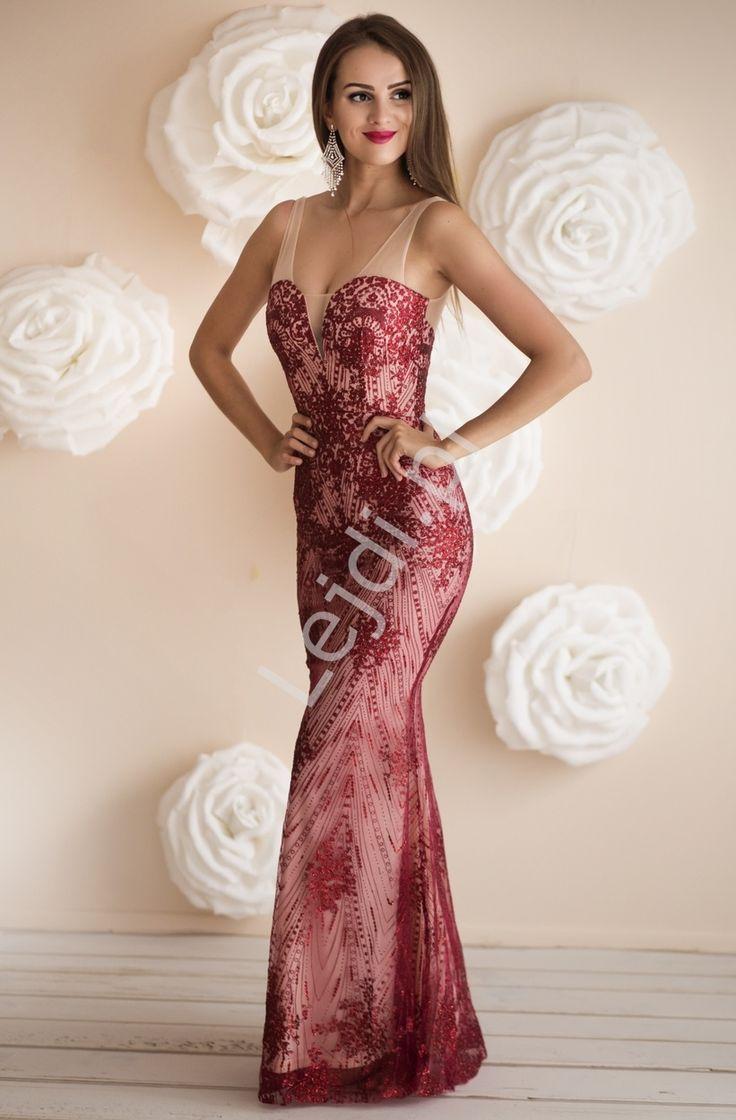 Zmysłowa długa suknia w kolorze ciemnego wina z brokatowymi ornamentami, przepięknie mieniąca się.  Suknia z beżową podszewką, wierzchnia warstwa z beżowej siateczki ozdobionej brokatem w kolorze ciemnego wina. Suknia podkreślająca kobiecą sylwetkę. Sukienka karnawałowa, balowa, sylwestrowa. #suknia #sukienka #długasukienka #długasuknia #wieczorowasuknia #dress #dresses #eveningdress #eveningdresses #moda #style #eveningstyle #studniówka