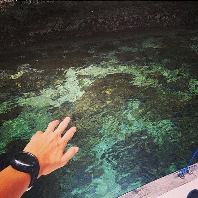 Nih penyemangat buat yang #pengenkerajaampat     diambil sama #papuaphotographer : @nadinelist    kesini asyiknya rame rame... ayo mention temen/saudara/sahabat/pasangan yang juga #pengenkepapua   #rajaampat #rajaampatisland #rajaampattrip #indonesiaphotographers #rajaampatislands #pengentraveling #pengenkelilingindonesia #pengenkelilingdunia  #explorerajaampat