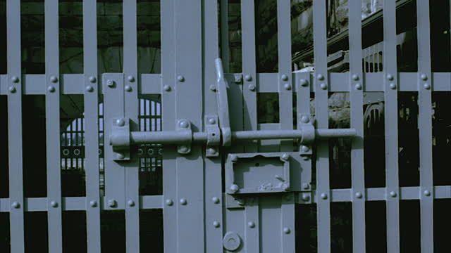 gate-at-folsom-state-prison-folsom-california-usa-video-id1406-16 (640×360)