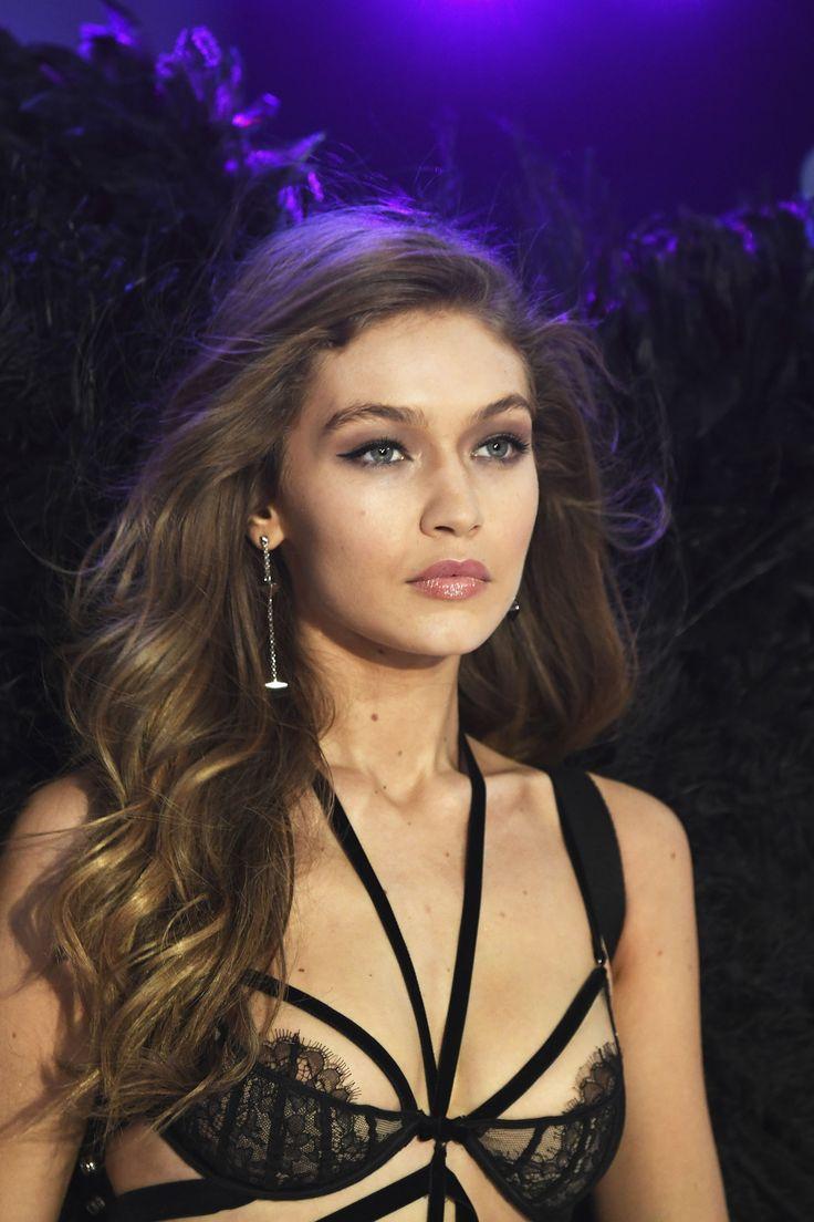 Gigi Hadid Had a Wardrobe Malfunction on the Victoria's Secret Runway And Still Looked Flawless