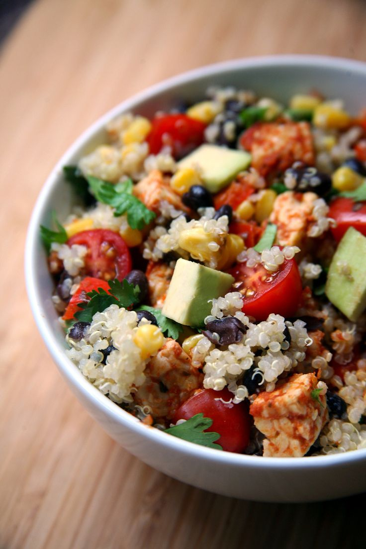 Mexican Tempeh Quinoa Salad // quinoa, olive oil, onion, red pepper, tempeh, salsa, lime, ground cumin, cayenne pepper, black beans, sweetcorn, cherry tomatoes, fresh coriander, avocado
