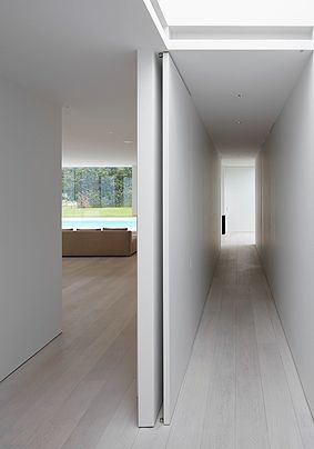 Sliding door, arch detail. Close up, Private house in Belgium by architects Pascal Bilquin & Minus _