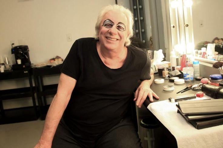 Revista Contigo! - Marco Nanini comemora 50 anos de carreira no palco