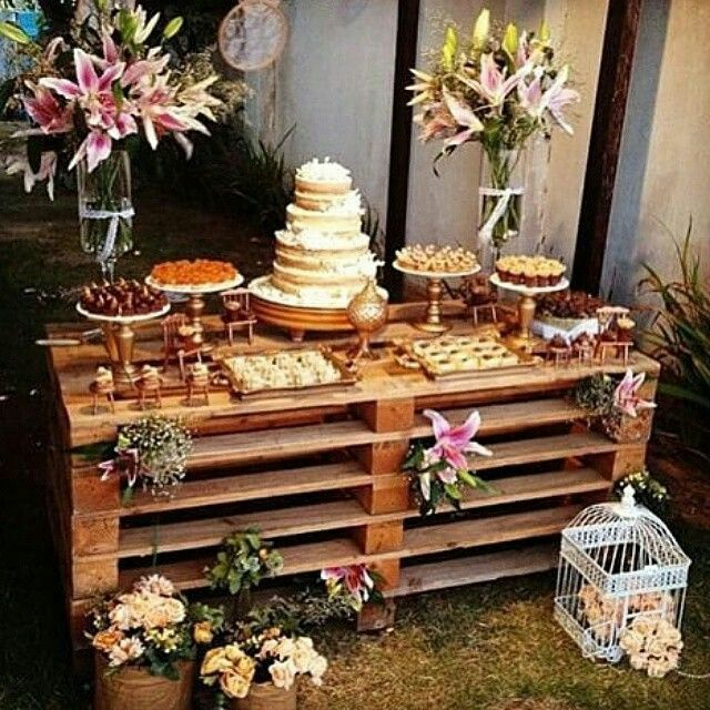 What a great economical idea for a table! Old palettes!