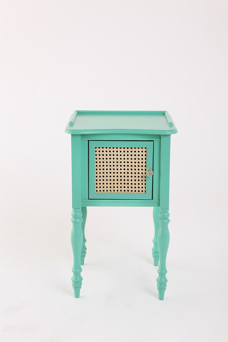 Aqua wicker side table -> INSPIRATION.   With paint, staple gun, wicker and scissors, a flea market piece could easily be transformed into this!