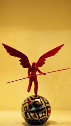 Angel Balancing. Bronze, aluminum, acrylic colors. Signed. Dimensions: 22x20cm. Price: 350 €