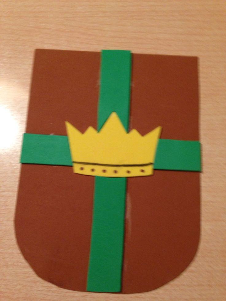 Escudo hecho con gomaeva para la obra de teatro de la época medieval