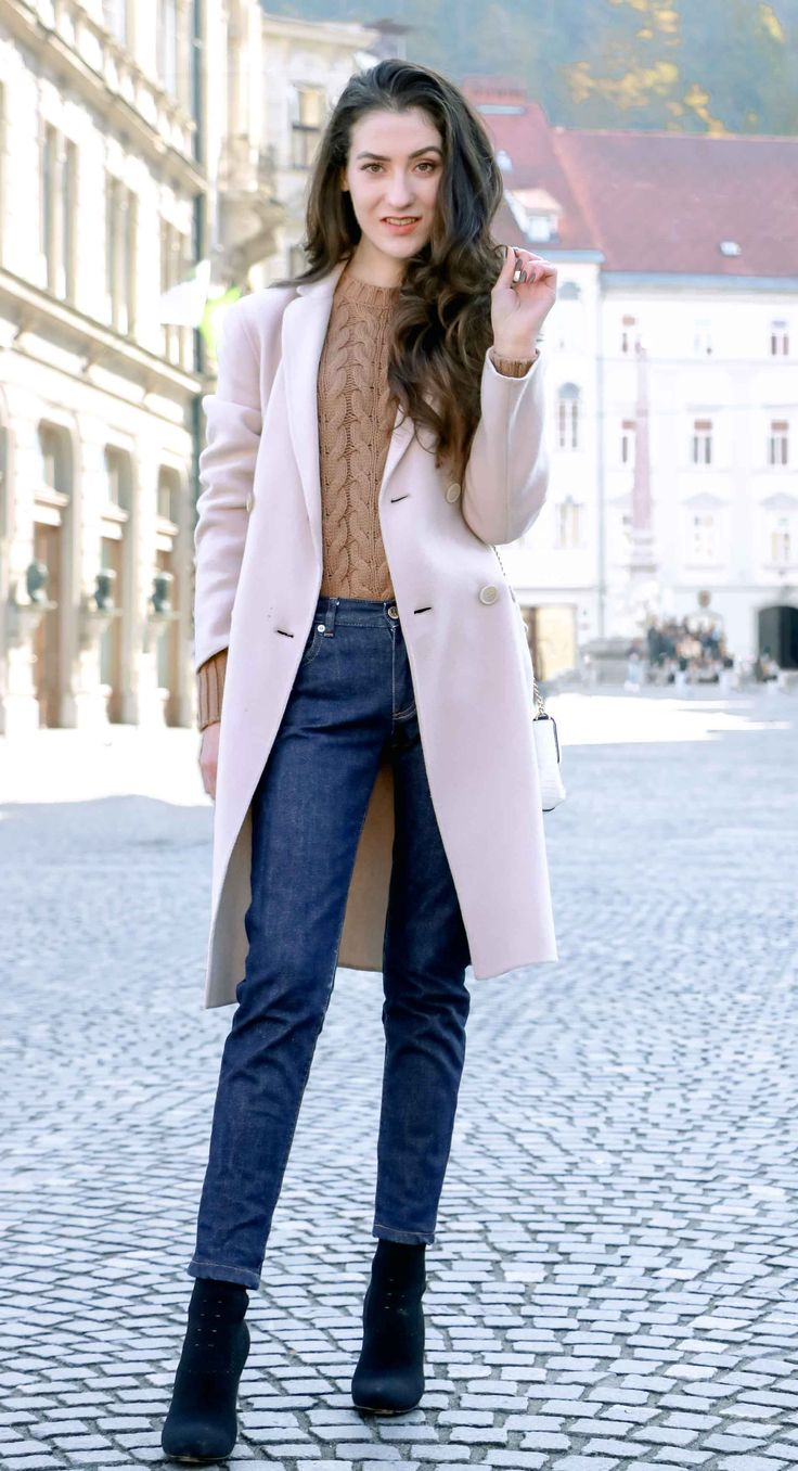 Fashion Blogger Veronika Lipar of Brunette from Wall Street sharing #3 tips on how to style your old sweater to make it look like new #fashion #blogpost #streetwear #streetfashion #fashionblogger #bloggerstyle