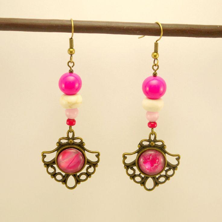 Boucles d'oreilles cabochons bronze verni de rose, perles de verre rose, Howlite blanche et quartz rose : Boucles d'oreille par geb-et-nout
