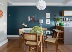 sala-de-jantar-pendente-verde-madeira-cozinha (Foto:  Thiago Travesso/Divulgação)