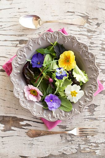 salad mix with edible flowers - foto stock