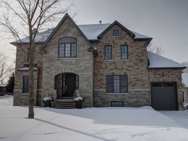 Welcome to your Dream Home in downtown Bolton Ontario, on the banks of the Humber River, surrounded by lush green space, and steps from unique shops and cafes.  The very best of both worlds!