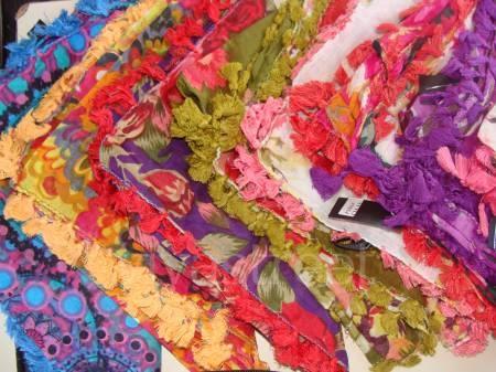 Pashminas, pañuelos... http://ropa-usada.vivavisos.com.ar/accesorios-usados+viedma/saldo-de-panuelos--pashminas--ruanas--ideal-emprendimiento-/33236363