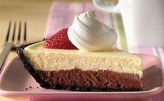 Μια πολύ εύκολη συνταγή για ένα υπέροχο cheesecake σε δύο στρώσεις. Ένα πάντα ευπρόσδεκτο από μικρούς και μεγάλους ανάλαφρο και δροσερό γλύκισμα κατάλληλο