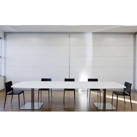 Compra online la mesa de diseño Plano de Pedrali. Canaleta para cables. Ideal como mesa de trabajo de comedor. Acabados rectangulares o redondeados. Diseño