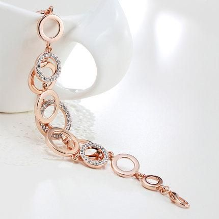 دستبند حلقه ای با طراحی متفاوت و آلیاژ روکش رز گلد یکی از جدیدترین مدل دستبند که در سال جاری وارد بازار زیورآلات شده است در این دستبند از کریستال های اتریشی استفاده شده که به زیبایی آن افزوده طول دستبند : ۱۷٫۵ + ۳٫۸  سانتی متر قیمت دستبند حلقه ای مدل B095 ۸۲۰۰۰ […]
