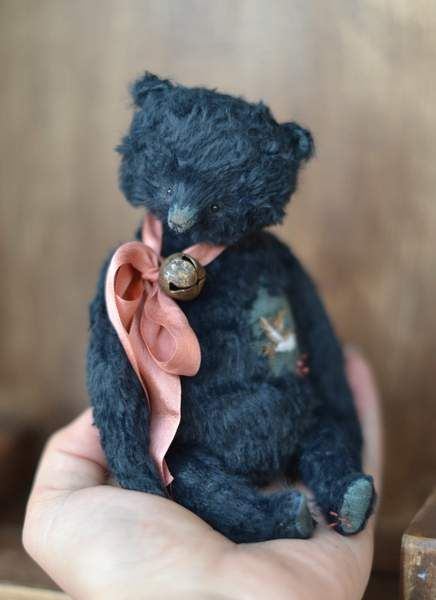 Sparrow by By Olya Isaenkova | Bear Pile