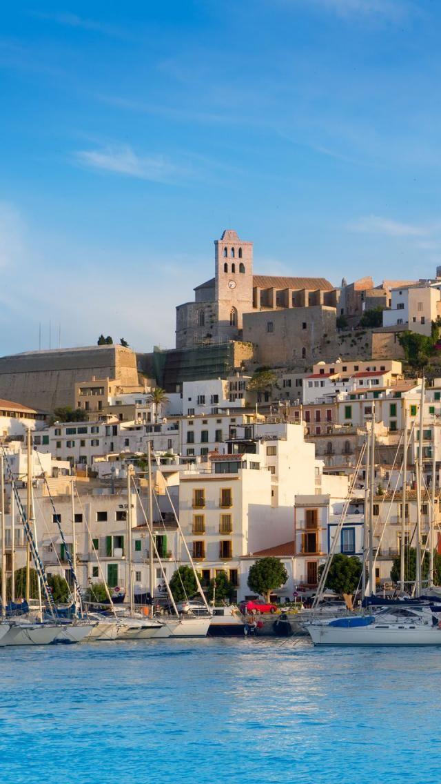 Ibiza Town #ibiza #cabinmax http://cabinmax.com/en/leisure/30-cabin-max-packable-backpack-0616983191958.html
