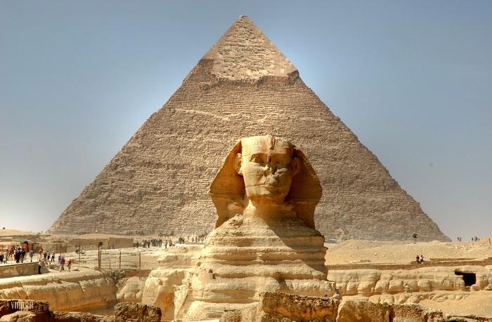 """مصري يطالب بمحاكمة نابليون لكسره أنف """"أبو الهول"""""""