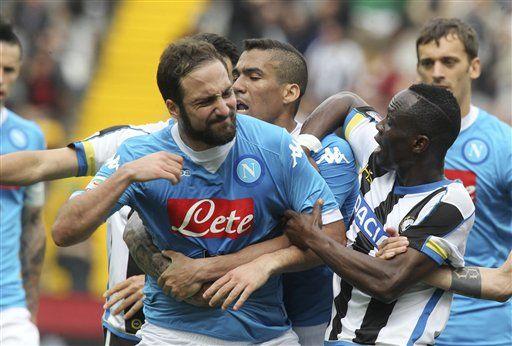 Goleador del Napoli Higuaín suspendido  por 4 partidos - http://a.tunx.co/Ga63M