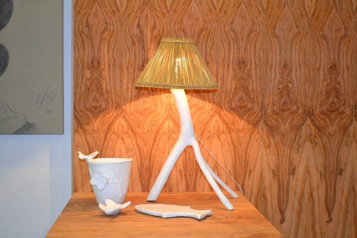 lampe en bois d 39 olivier peint blanc abat jour en jonc de mer naturel rock the kasbah philippe. Black Bedroom Furniture Sets. Home Design Ideas