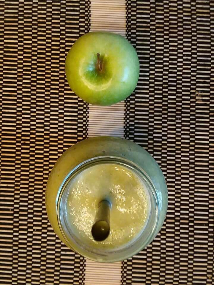 Chá de gelado de tangerina com cravo - Ferva um litro de água e coloque dentro a casca de 2 tangerinas lavadas e mais 6 cravos, espere esfriar, coe depois coloque para gelar. Uma maçã verde