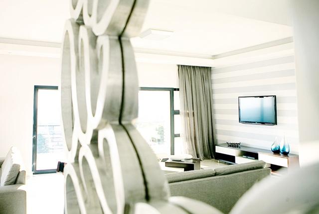20 West Apartments lounge.     http://www.eahs.co.za/establishments/20-west