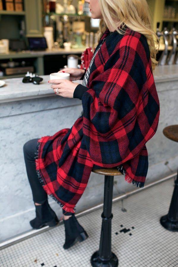 i.p.v. een rood geruit overhemd misschien een grote sjaal gebruiken? als een soort poncho, met een riem erom?