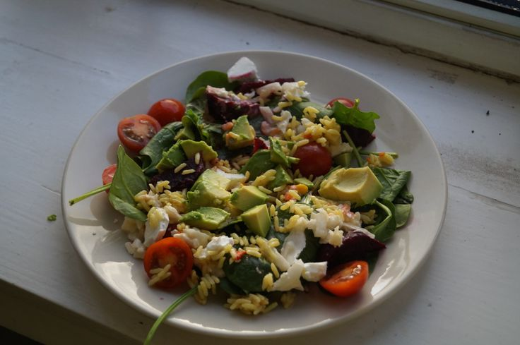 Lean lunch – a tasty, quick and easy salad to have on any day of the week. Perfect as we come into Spring! – The Army Girl's Guide
