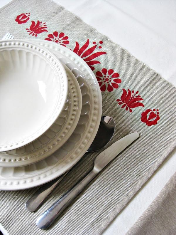 tányéralátét nyomott mintával  mat with hungarian motifs