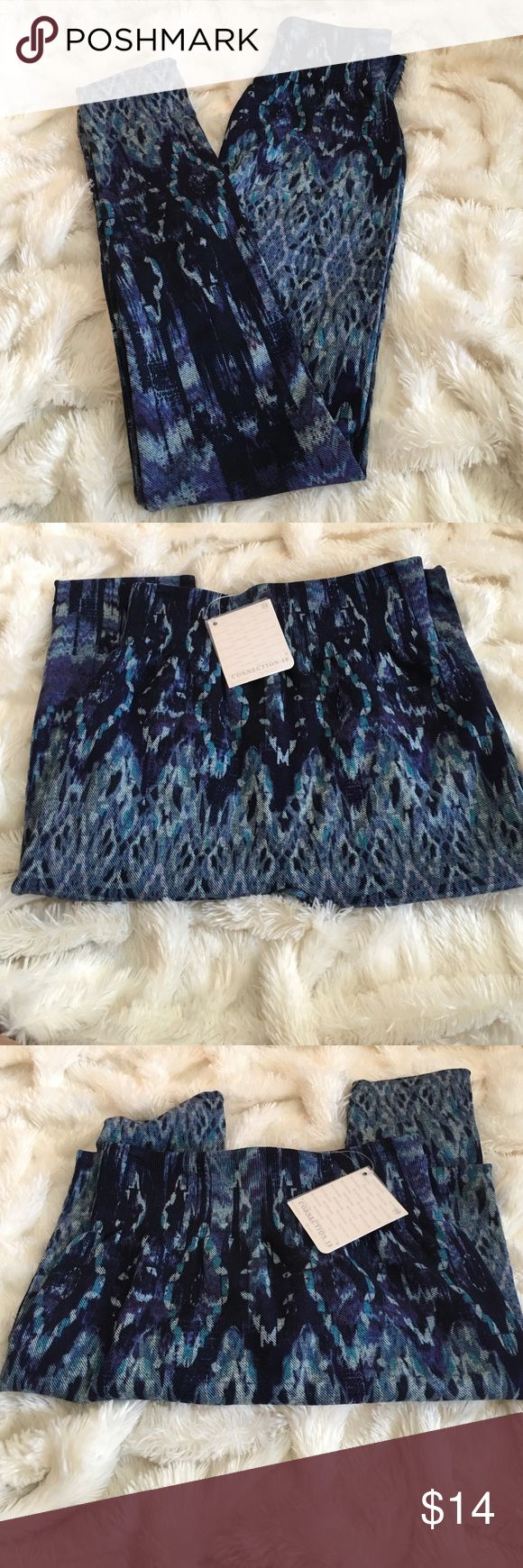 💞winter /fall leggings size small💞💞💞 💞💞💞size small /med  winter fall legging so comfortable and attractive on great 👍 fitting 😊 blue tones connection 18 Pants Leggings