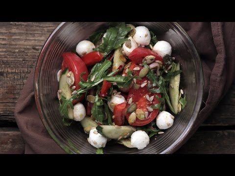 Рецепт: Легкий овощной салат с моцареллой на RussianFood.com