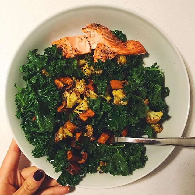Easy dinner tonight, straight off my Weekly Dinner Plan- a kale salad with roasted curried cauliflower and sweet potatoes. 🙌🏼 Served it with 4oz of wild coho salmon, which I've never had (I usually buy wild king), but loved. What's everyone having for dinner tonight? ✌🏼 #dinner #monday #salmon #kale #salad #healthy #paleo #whole30 #sweetpotato