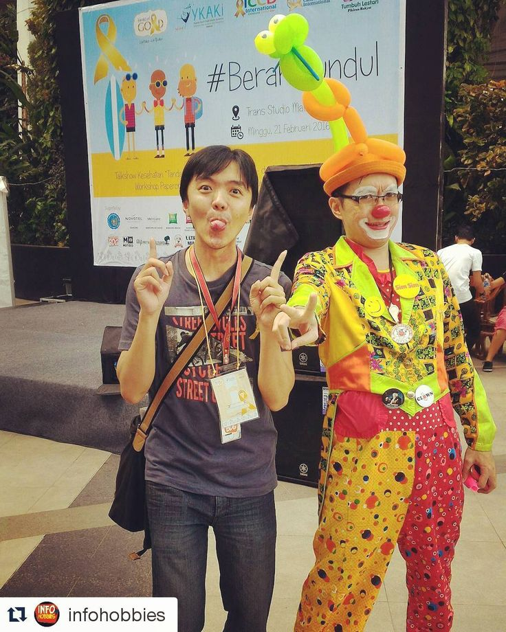 #fightcancer #heartofgold #wecare #weshare #ykaki #clown #charityshow #badut #worldcancerday #indonesianclownalley #loveiscure #happyheartdoesgoodlikemedicine #balloontwisting #balloonart #adalimaballoons thx mr Ferry n mr stevebengkaw @infohobbies 21feb2016 #bandung #westjava #indonesia by simluvmar