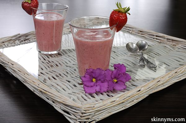 Quinoa Banana Berry Smoothie, the perfect #breakfastsmoothie