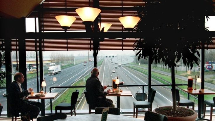 La Place, over de snelweg richting Schiphol / Den Haag