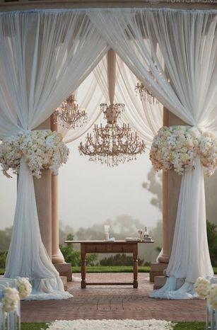Location de lustres pour toutes occasions... www.i-lustres.com #lustre #mariage #interiordesign