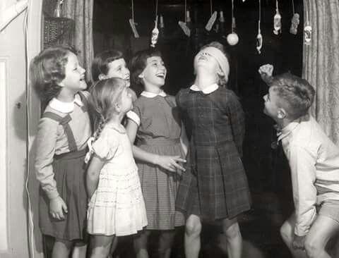 Koek happen in de tijd dat kinderfeestjes nog weinig kostte en kinderen het toch naar hun zin hadden.